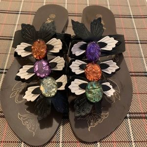 Sandals with colored stones